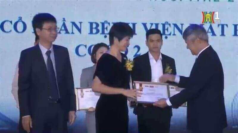 Hai lần liên tiếp được vinh danh Top 100 sản phẩm, dịch vụ TIN VÀ DÙNG do khách hàng bình chọn   Bệnh viện Mắt Hà Nội 2
