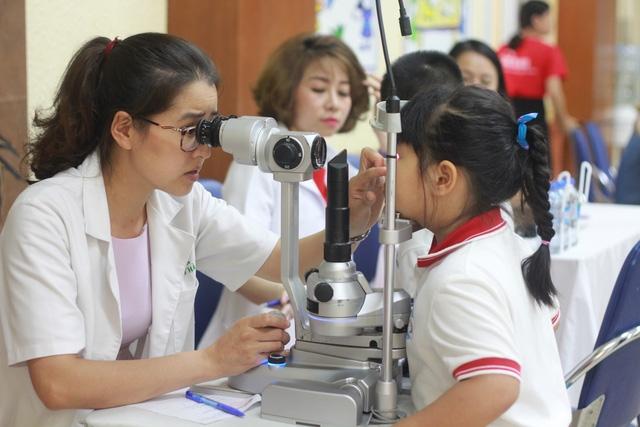 Bác sĩ khuyến cáo tật khúc xạ ở trẻ nhỏ làm tăng nguy cơ khiếm thị